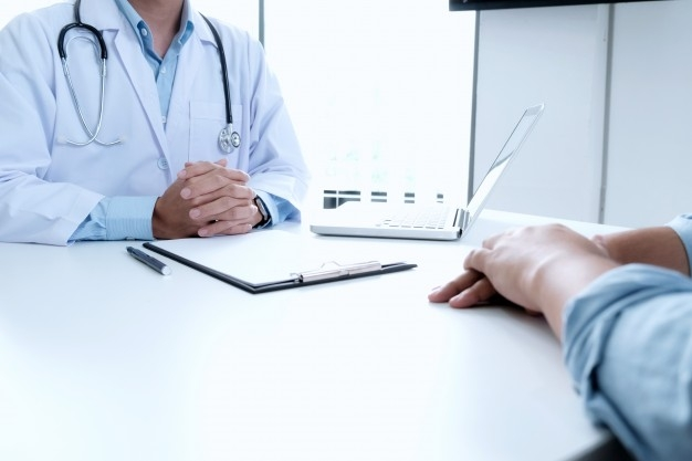 Empresa cria banco de currículos gratuito para profissionais da saúde